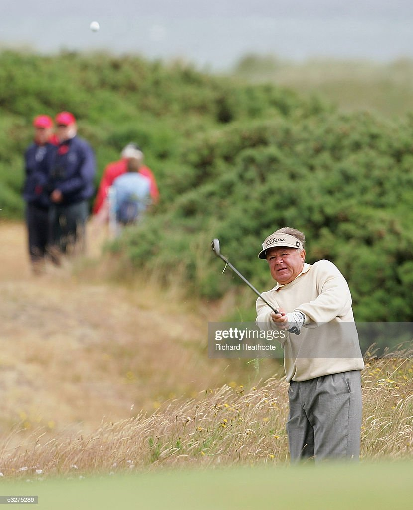 Frank Connor of the USA pitches into the 18th green during Round 1 of the Senior British Open at Royal Aberdeen GC, July 21, 2005 in Aberdeen, Scotland.