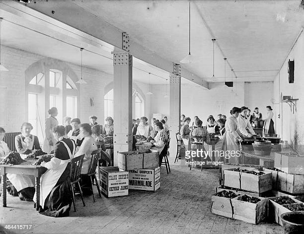 Frank Coopers Works Victoria Buildings Park End Street Oxford Oxfordshire 1910The interior of the new buildings where the company continued...