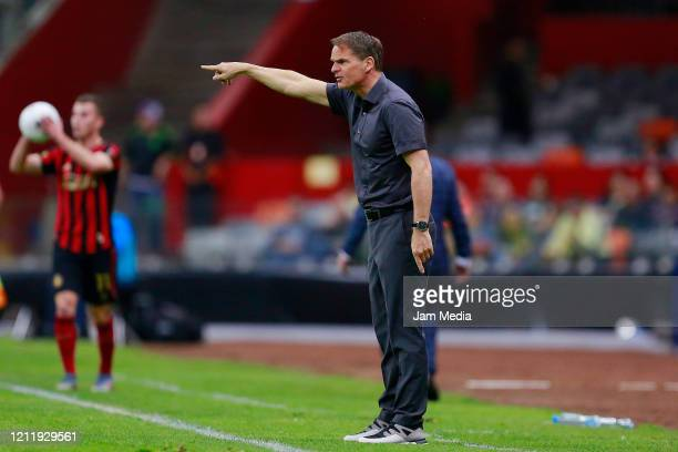 Frank de Boer Head Coach of Atlanta United gives directions during a quarter final first leg match between Club America and Atlanta United as part of...