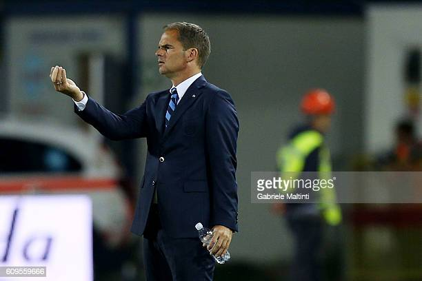 Frank de Boer manager of FC Internazionale shouts instructions to his players during the Serie A match between Empoli FC and FC Internazionale at...