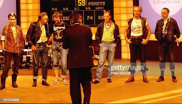 Frank Elstner 12 Baseler Bankdirektoren als Punker ZDFShow Wetten daß Basel Schweiz Schlussbild Punk punkig bunte Haare Iro Irokese...