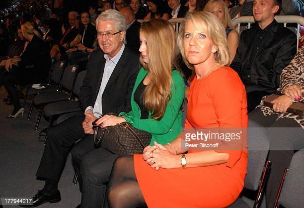 """Frank Elstner , Ehefrau Britta Gessler, Tochter Enya , M a r k u s L a n z-Premiere ZDF-Show """"Wetten, dass; ?"""" , Düsseldorf, Nordrhein-Westfalen,..."""