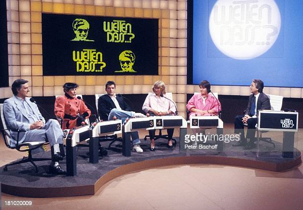 "Frank Elstner, Heidi Maser , Steffi Graf , Falco , Helga Feddersen , Helmut Fischer , , ZDF-Live-Show ""Wetten, dass; ?"", Basel/Schweiz, , Bühne,..."