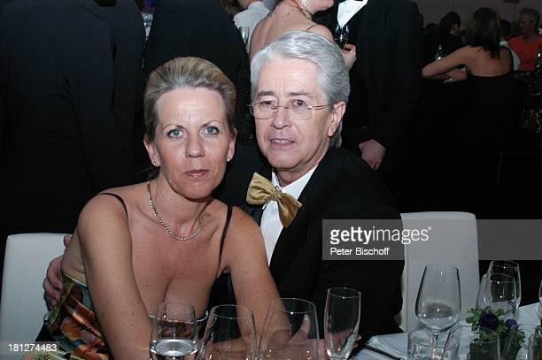Frank Elstner Lebensgefährtin Britta Gessler 40 Verleihung der Goldenen Kamera 2005 Berlin