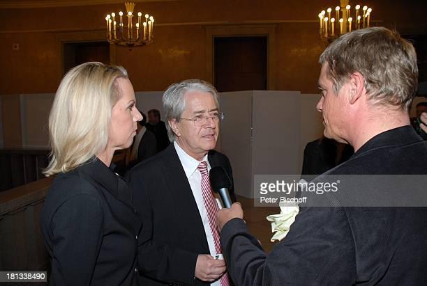 Frank Elstner , Lebensgefährtin Britta Gessler, Reporter, Mozart-Premiere von K R I E M H I L D J A H N, Herkulessaal der Residenz, München,...