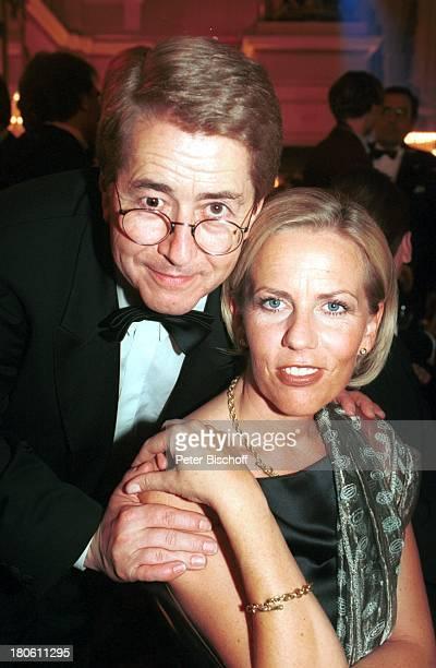 Frank Elstner mit Lebensgefährtin Britta Gessler RTLVerleihung Goldener Löwe Theater des Westens/Berlin Deutschland Europa Freundin Brille Smoking...