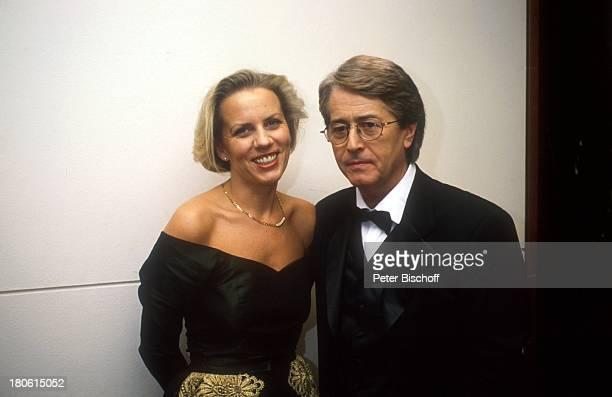 """Frank Elstner mit Lebensgefährtin Britta Gessler, """"Unesco-Gala"""", Brille, Smoking, Fliege, Frau, AK,;"""