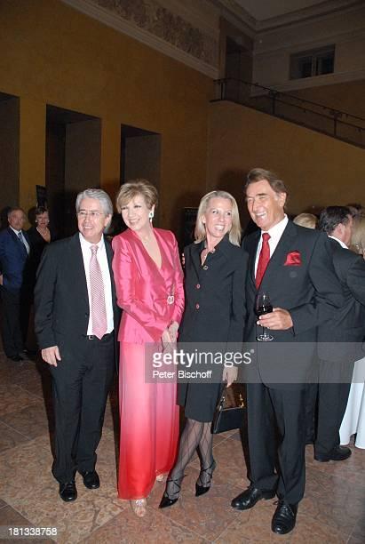 Frank Elstner, Moderatorin Carolin Reiber, Britta Gessler, Dr. Luitpold Maier , Mozart-Premiere von K R I E M H I L D J A H N, Herkulessaal der...