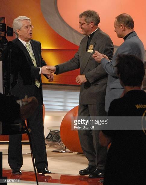 Frank Elstner Pfarrer Andreas Contzendorf Gary Heinemann davor re Mitglied des Teams Wahl zum Witzbold des Jahres 42 und letzte ARD/SWRShow Verstehen...