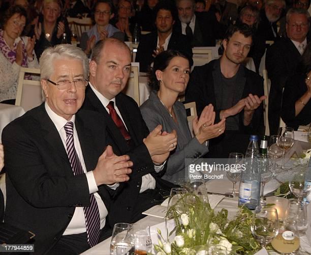 """Frank Elstner , Thomas Greef mit Ehefrau, Julian Khol , Verleihung vom """"Münchhausen-Preis der Stadt Bodenwerder 2013"""", Ausflugsgasthaus """"Mittendorf"""",..."""