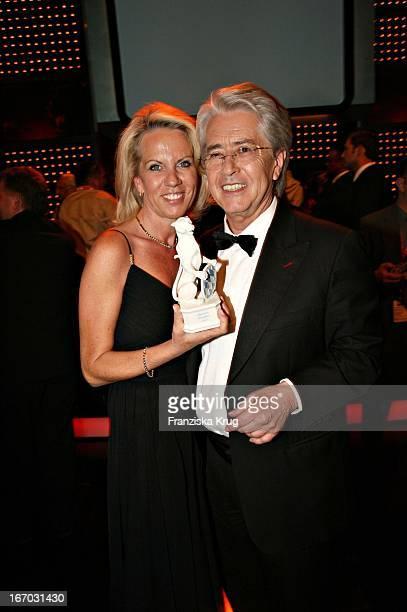 Frank Elstner Und Britta Gessler Bei Der Verleihung Des Bayerischen Fernsehpreises In München Am 260507