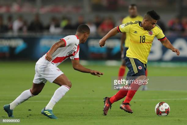 Frank Fabra of Colombia fights for the ball with Andre Carrillo of Peru during a match between Peru and Colombia as part of FIFA 2018 World Cup...