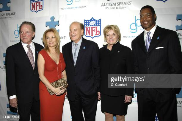 Frank Gifford honoree Kathie Lee Gifford Bob Wright and Suzanne Wright cochairs and Marcus Allen