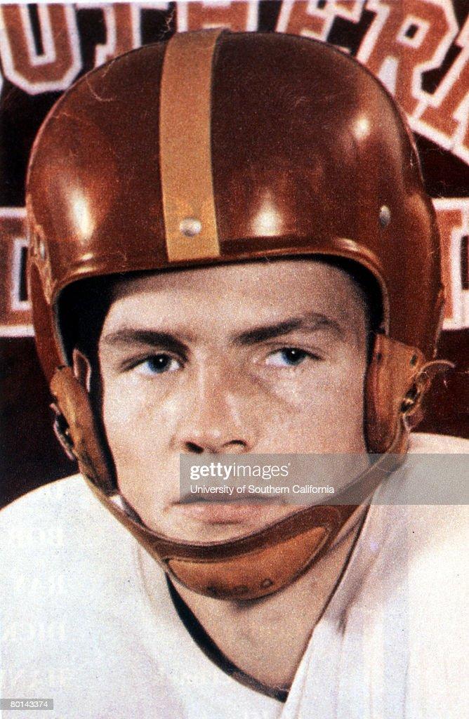 Frank Gifford - USC Trojans - File Photos : ニュース写真