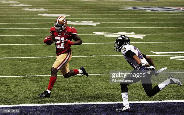 Frank Gore of the San Francisco 49ers runs for a 6-yard rushing touchdown in the third quarter against the Baltimore Ravens during Super Bowl XLVII...