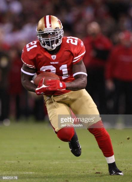 Frank Gore of the San Francisco 49ers runs the ball against the Chicago Bears at Candlestick Park on November 12 2009 in San Francisco California