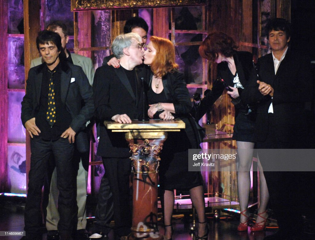 Frank Infante, Nigel Harrison, Chris Stein, Debbie Harry and Clem Burke of Blondie, inductees, with presenter Shirley Manson