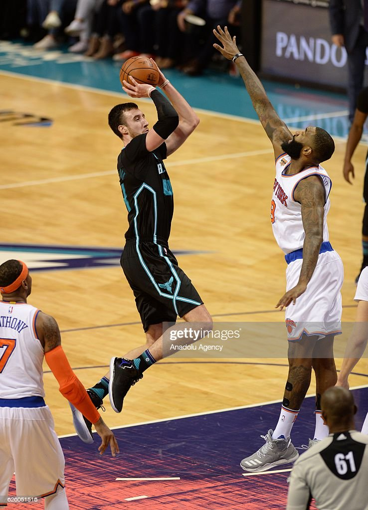 Frank Kaminsky (L) of Charlotte Hornets jumps to score during the NBA match between New York Knicks vs Charlotte Hornets at the Spectrum arena in Charlotte, NC, USA on November 26, 2016.