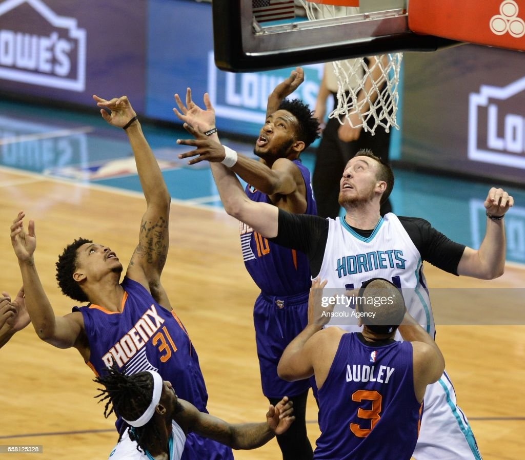 Frank Kaminsky of Charlotte Hornets jumps to score during the NBA match between Phoenix Suns vs Charlotte Hornets at the Spectrum arena in Charlotte, NC, USA on March 26, 2017.