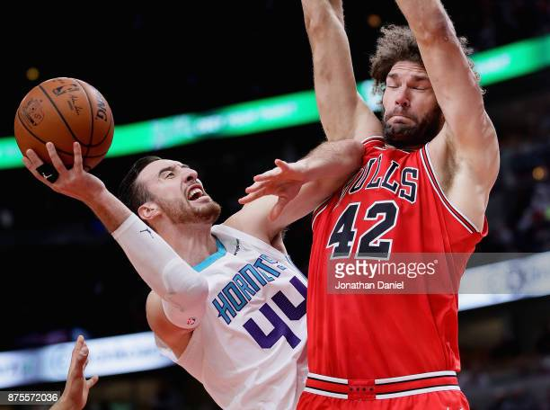 Frank Kaminsky of the Charlotte Hornets tries to shoot against Robin Lopez of the Chicago Bulls at the United Center on November 17 2017 in Chicago...