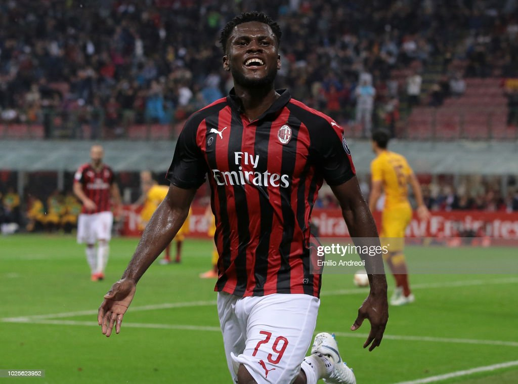Frank Kessie of AC Milan celebrates after scoring the opening goal during the serie A match between AC Milan and AS Roma at Stadio Giuseppe Meazza on August 31, 2018 in Milan, Italy.