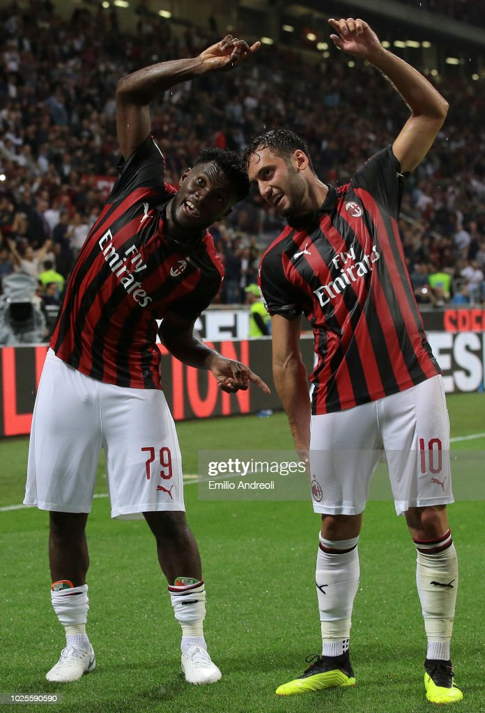 Frank Kessie (L) of AC Milan celebrates with teammate Hakan Calhanoglu after scoring the opening goal during the serie A match between AC Milan and AS Roma at Stadio Giuseppe Meazza on August 31, 2018 in Milan, Italy.