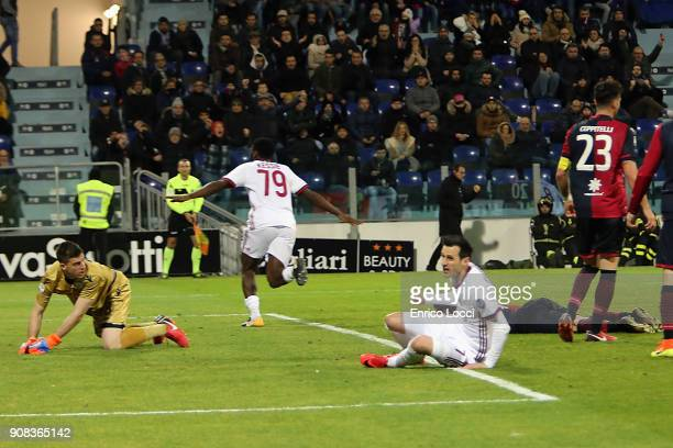 Frank Kessie of Milan celebrates his goal 12 during the serie A match between Cagliari Calcio and AC Milan at Stadio Sant'Elia on January 21 2018 in...
