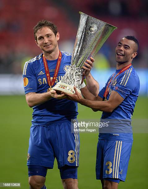 Frank Lampard and Ashley Cole of Chelsea pose with the trophy during the UEFA Europa League Final between SL Benfica and Chelsea FC at Amsterdam...