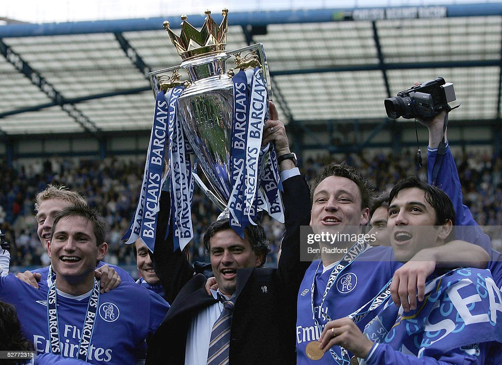 Frank Lampard, Jose Mourinho, John Terry and Paulo Ferreira hold the trophy after receiving the Barclays Premiership Trophy at Stamford Bridge on May 7, 2005 in London, England.