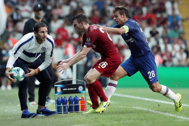 SUPER COUPE EUROPE UEFA 2019 Frank-lampard-manager-of-chelsea-keeps-the-ball-from-andy-robertson-picture-id1168055121?k=6&m=1168055121&s=612x612&w=0&h=kHBVKgYEzW1HWf2mpV4PFpq-2cFFNg9_4VqsxO_OBII=
