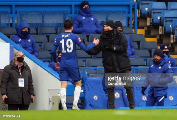 Frank Lampard manager of Chelsea shakes hands with Mason Mount of Chelsea during The Emirates FA Cup Fourth Round match between Chelsea and Luton...