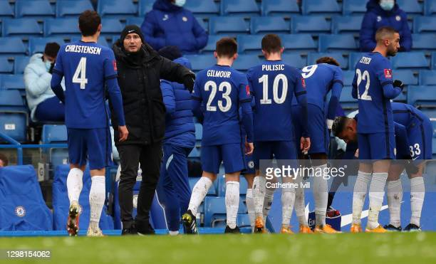 Frank Lampard manager of Chelsea talks to his team during The Emirates FA Cup Fourth Round match between Chelsea and Luton Town at Stamford Bridge on...