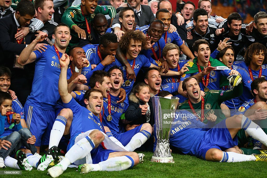 Frank Lampard of Chelsea and team mates pose with the trophy during the UEFA Europa League Final between SL Benfica and Chelsea FC at Amsterdam Arena on May 15, 2013 in Amsterdam, Netherlands.