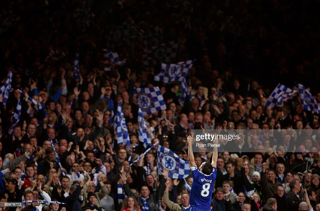 Frank Lampard of Chelsea celebrates scoring his team's fourth goal during the UEFA Champions League Quarter Final Second Leg match between Chelsea and Liverpool at Stamford Bridge on April 14, 2009 in London, England.