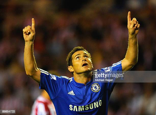 Frank Lampard of Chelsea celebrates scoring his team's second goal during the Barclays Premier League match between Sunderland and Chelsea at the...