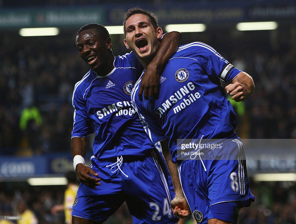 Frank Lampard of Chelsea celebrates scoring their second goal with team mate Shaun Wright-Phillips during the Carling Cup Fourth Round match between Chelsea and Leicester City at Stamford Bridge on October 31, 2007 in London, England.