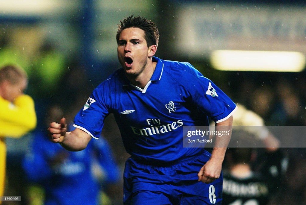 Frank Lampard of Chelsea celebrates the third goal : News Photo