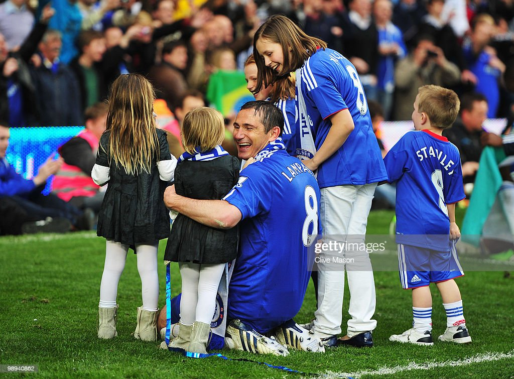 Frank Lampard of Chelsea celebrates with daughter Isla as they win the title after the Barclays Premier League match between Chelsea and Wigan Athletic at Stamford Bridge on May 9, 2010 in London, England. Chelsea won 8-0 to win the championship.