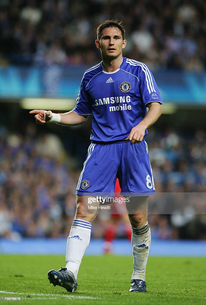 Frank Lampard of Chelsea gestures during the UEFA Champions League semi final, first leg match between Chelsea and Liverpool at Stamford Bridge on April 25, 2007 in London, England.