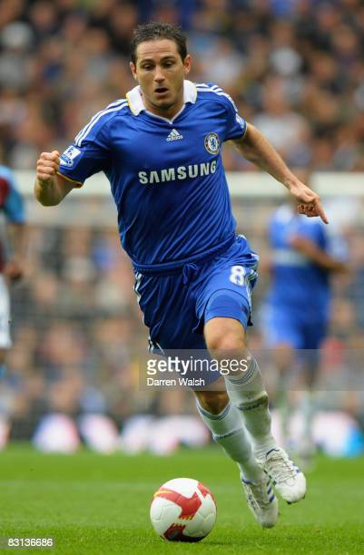 Frank Lampard of Chelsea runs with the ball during the Barclays Premier League match between Chelsea and Aston Villa at Stamford Bridge on October 5...