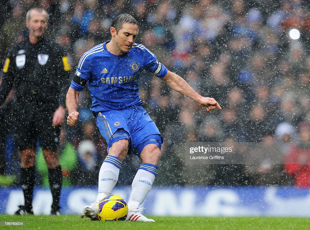 Frank Lampard of Chelsea scores their second goal from the penalty spot during the Barclays Premier League match between Chelsea and Arsenal at Stamford Bridge on January 20, 2013 in London, England.