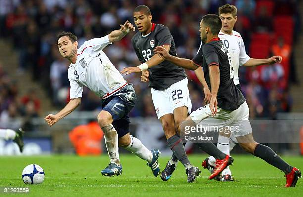 Frank Lampard of England battles for the ball with Oguchi Onyewu of USA and Clint Dempsey of USA during the international friendly match between...