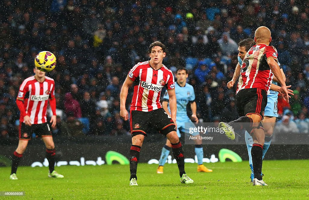 Frank Lampard of Manchester City heads his team's third goal during the Barclays Premier League match between Manchester City and Sunderland at Etihad Stadium on January 1, 2015 in Manchester, England.