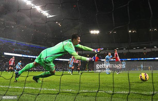 Frank Lampard of Manchester City scores past Costel Pantilimon of Sunderland during the Barclays Premier League match between Manchester City and...