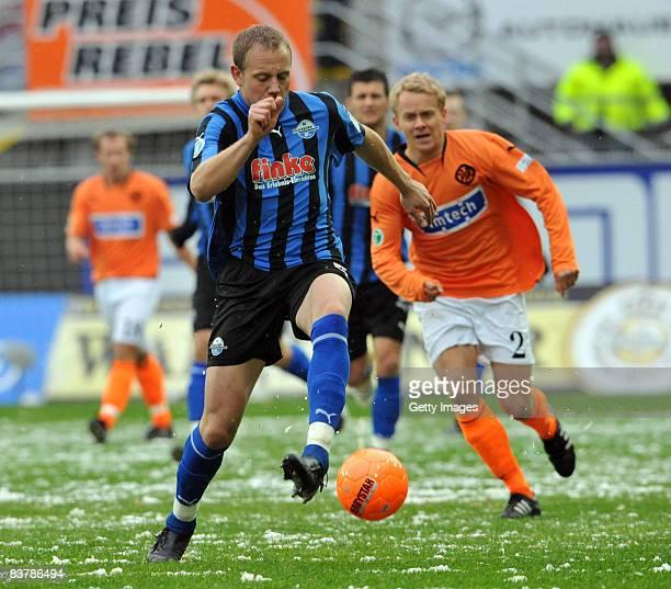 Frank Loening of Paderborn against Benjamin Schoeckel of Aalen during the 3rd Bundesliga match between SC Paderborn and VFR Aalen at the Paragon...