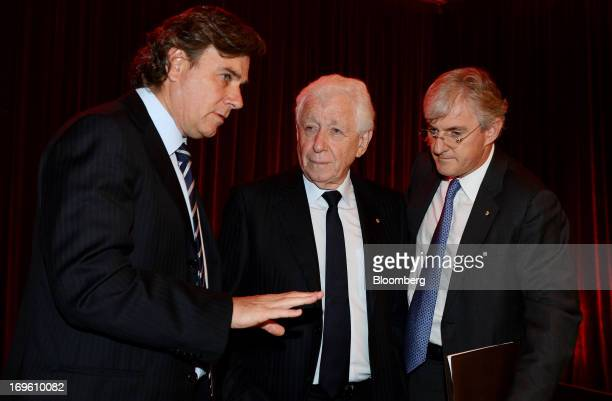 Frank Lowy cofounder and chairman of Westfield Group center speaks with Peter Lowy cochief executive officer left and Steven Lowy cochief executive...