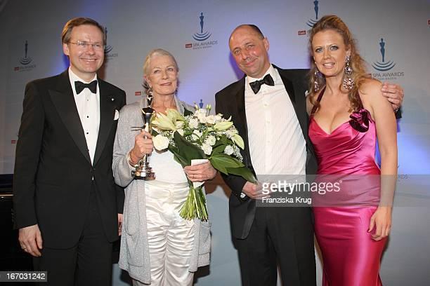 Frank Marrenbacher Preisträgerin Vanessa Redgrave Peter Lewandowski Und Barbara Schöneberger Bei Der Verleihung Der Gala Spa Awards 2008 In BadenBaden