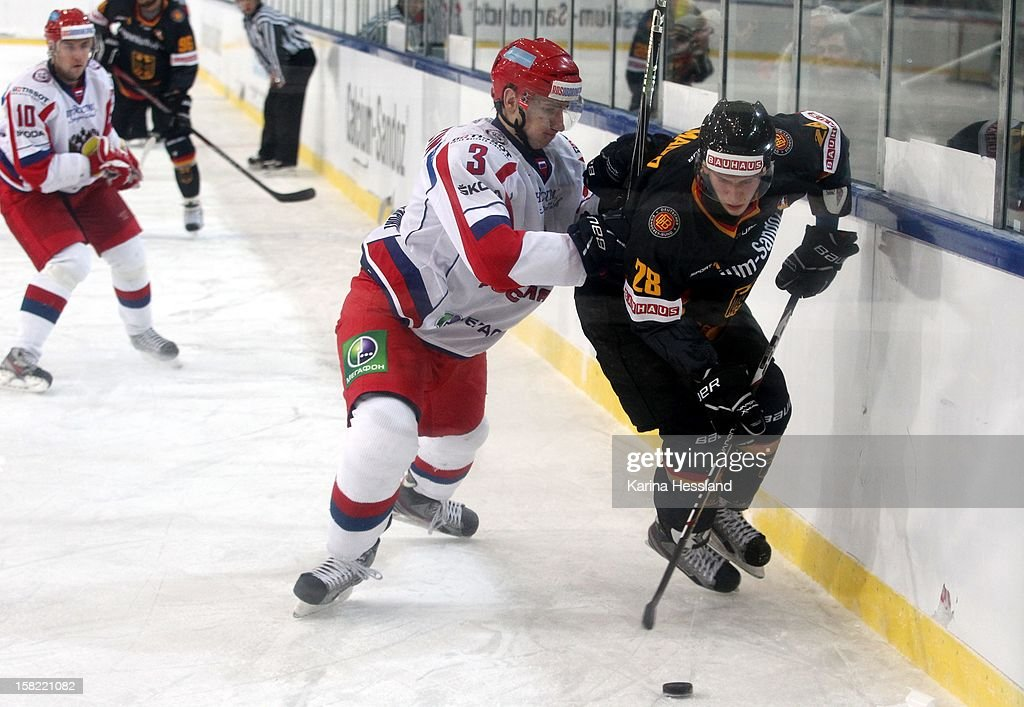 Frank Mauer of Germany challenges Maxim Berezin of Russia during the Top Teams Sochi match between Germany and Russia at Kuechwaldhalle on December 11, 2012 in Chemnitz, Germany.