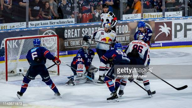 Frank Mauer of Muenchen scores the second goal for his team during the first game of the DEL PlayOffs Final between Adler Mannheim and EHC Red Bull...