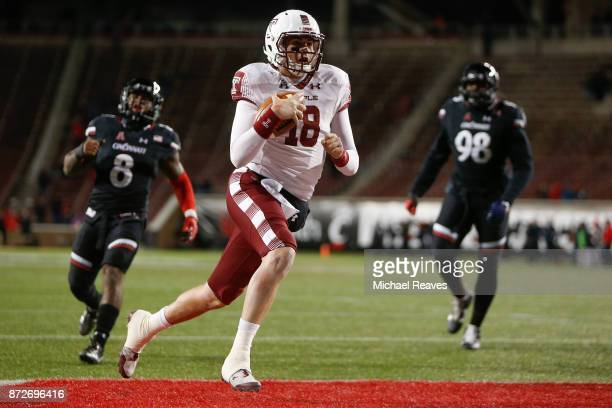 Frank Nutile of the Temple Owls runs into the endzone for a touchdown against the Cincinnati Bearcats during the second half at Nippert Stadium on...